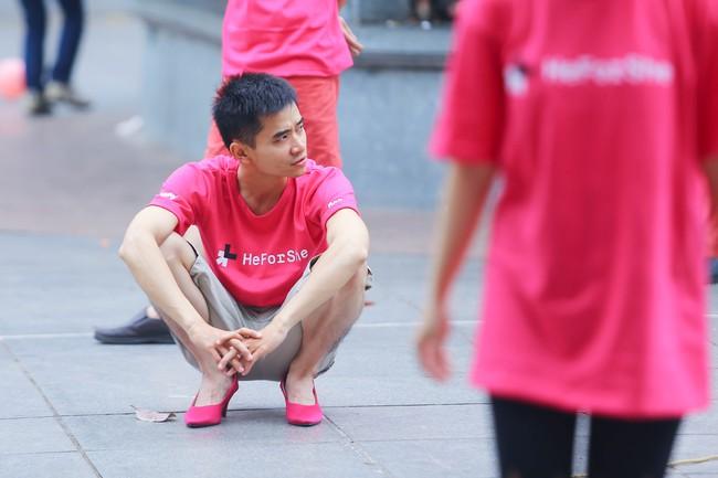 Khi đã đủ yêu thương phụ nữ, đàn ông có mang giày cao gót nhảy múa trên phố đi bộ cũng chẳng sao! - Ảnh 13.