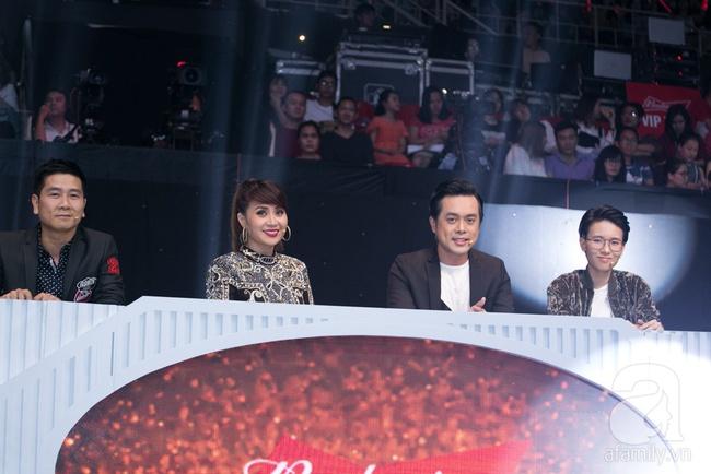 Hôn nhau trên sân khấu, Tronie - MiA loại bạn thân Tóc Tiên khỏi The Remix - Ảnh 1.