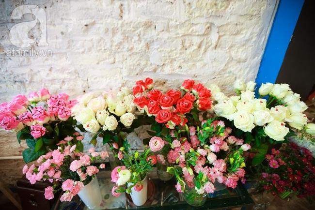 Doanh nhân chi 30 triệu đồng mua 99 bông hoa hồng phủ socola nhập khẩu tặng bạn gái dịp Valentine - Ảnh 1.