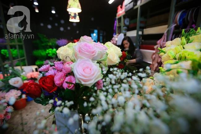 Doanh nhân chi 30 triệu đồng mua 99 bông hoa hồng phủ socola nhập khẩu tặng bạn gái dịp Valentine - Ảnh 19.