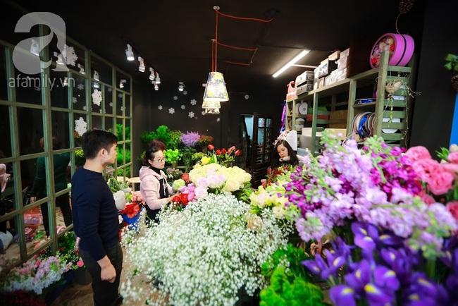 Doanh nhân chi 30 triệu đồng mua 99 bông hoa hồng phủ socola nhập khẩu tặng bạn gái dịp Valentine - Ảnh 14.