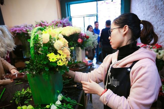 Ngắm loạt hoa nhập khẩu độc, đẹp khiến quý ông không tiếc tiền chi hẳn trăm triệu tặng vợ dịp 8/3 - Ảnh 1.