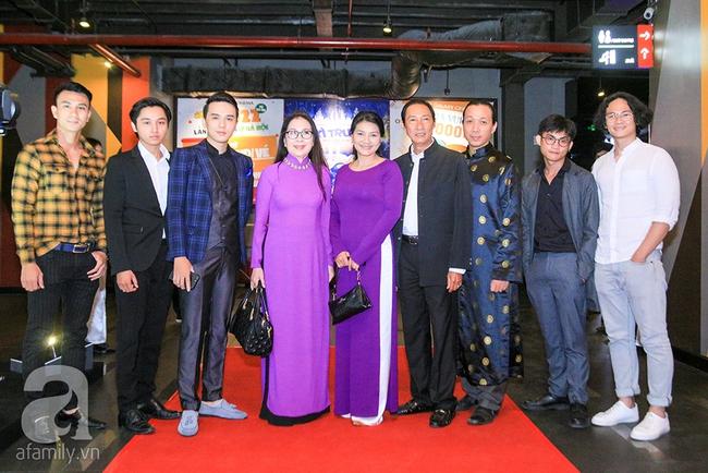 Mẹ hiền Kim Xuân và Kiều Trinh hẹn nhau cùng mặc áo dài tím duyên dáng - Ảnh 1.