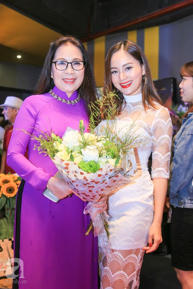 Mẹ hiền Kim Xuân và Kiều Trinh hẹn nhau cùng mặc áo dài tím duyên dáng - Ảnh 7.