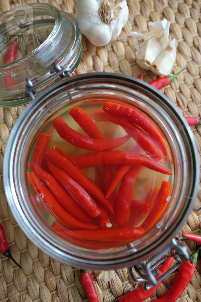 Tuyệt chiêu ngâm giấm ớt tỏi không xanh không nổi váng - Ảnh 7.