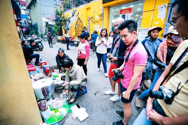 Giữa phố đồ ăn Tây hiện đại đông đúc, vẫn tồn tại một hàng cháo ruốc truyền thống cực ngon - Ảnh 5.