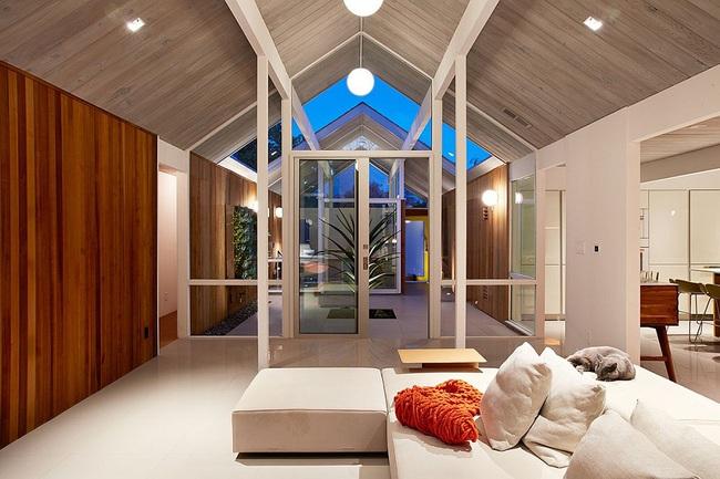 Ngôi nhà sử dụng tới 70% chất liệu gỗ đẹp đến không thể rời mắt - Ảnh 3.