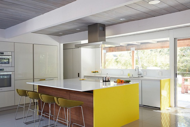 Ngôi nhà sử dụng tới 70% chất liệu gỗ đẹp đến không thể rời mắt - Ảnh 8.