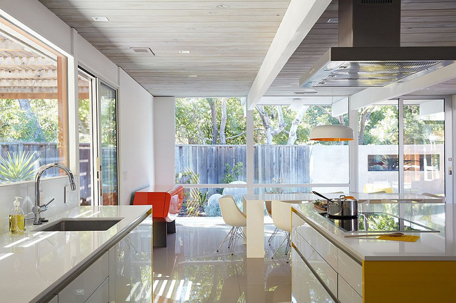 Ngôi nhà sử dụng tới 70% chất liệu gỗ đẹp đến không thể rời mắt - Ảnh 10.