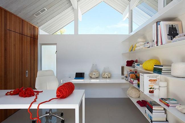 Ngôi nhà sử dụng tới 70% chất liệu gỗ đẹp đến không thể rời mắt - Ảnh 11.