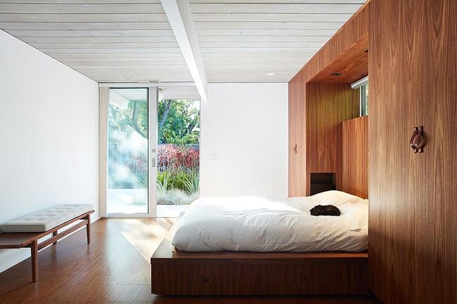 Ngôi nhà sử dụng tới 70% chất liệu gỗ đẹp đến không thể rời mắt - Ảnh 12.