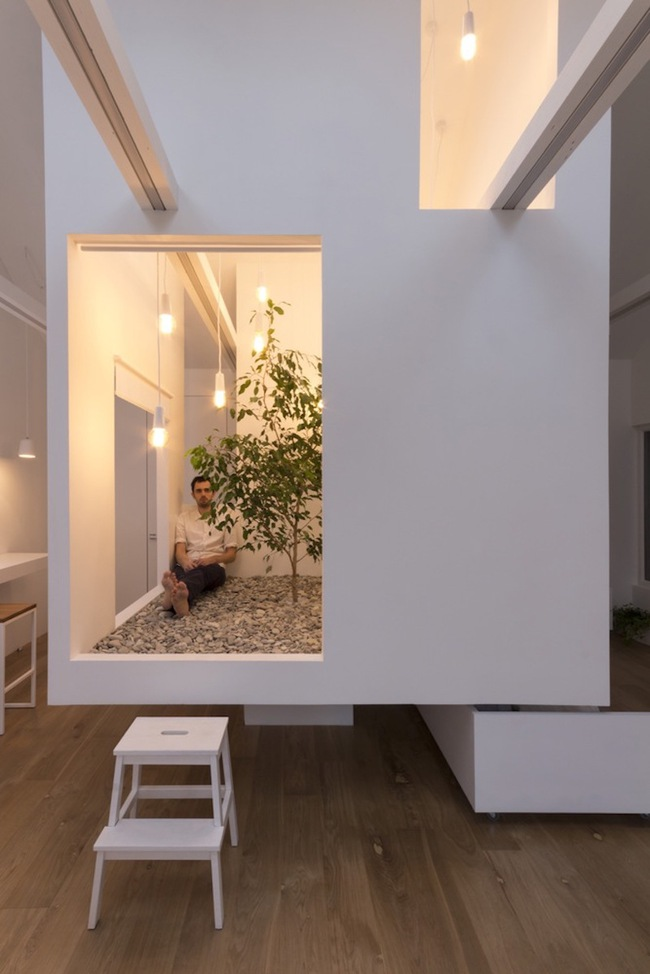 Ấn tượng với ngôi nhà chỉ 48m² nhưng có khoảng xanh cực bắt mắt với phòng khách treo lơ lửng - Ảnh 7.
