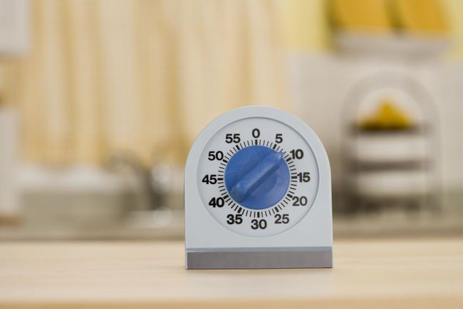 8 thói quen lau dọn nhà ai cũng nên biết nếu không muốn mệt bở hơi tai - Ảnh 8.