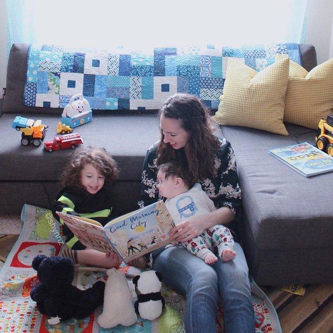 Hình ảnh bà mẹ ngồi suốt 3 tiếng cho con bú nói lên điều gì? - Ảnh 2.