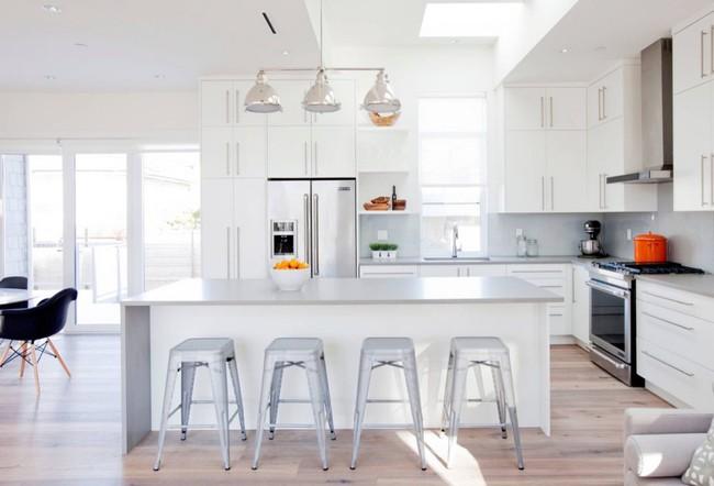 22 mẫu thiết kế phòng bếp màu xám ngỡ nhàm chán mà lại đẹp không tưởng - Ảnh 10.