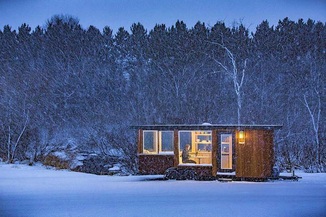Ngôi nhà gỗ bên ngoài thì giản dị, bên trong lại lãng mạn đến bất ngờ - Ảnh 1.