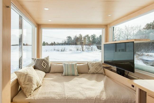 Ngôi nhà gỗ bên ngoài thì giản dị, bên trong lại lãng mạn đến bất ngờ - Ảnh 3.