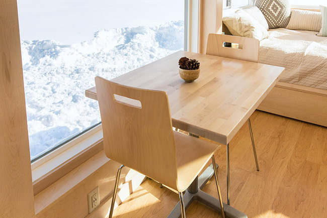 Ngôi nhà gỗ bên ngoài thì giản dị, bên trong lại lãng mạn đến bất ngờ - Ảnh 9.