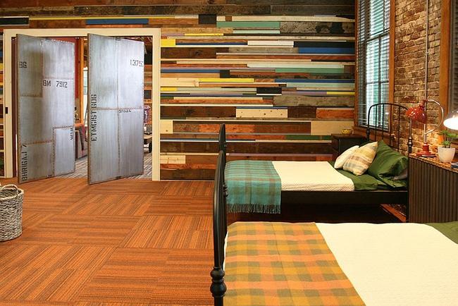 Cách sử dụng gỗ tái chế cho những bức tường phòng ngủ thêm quyến rũ - Ảnh 1.