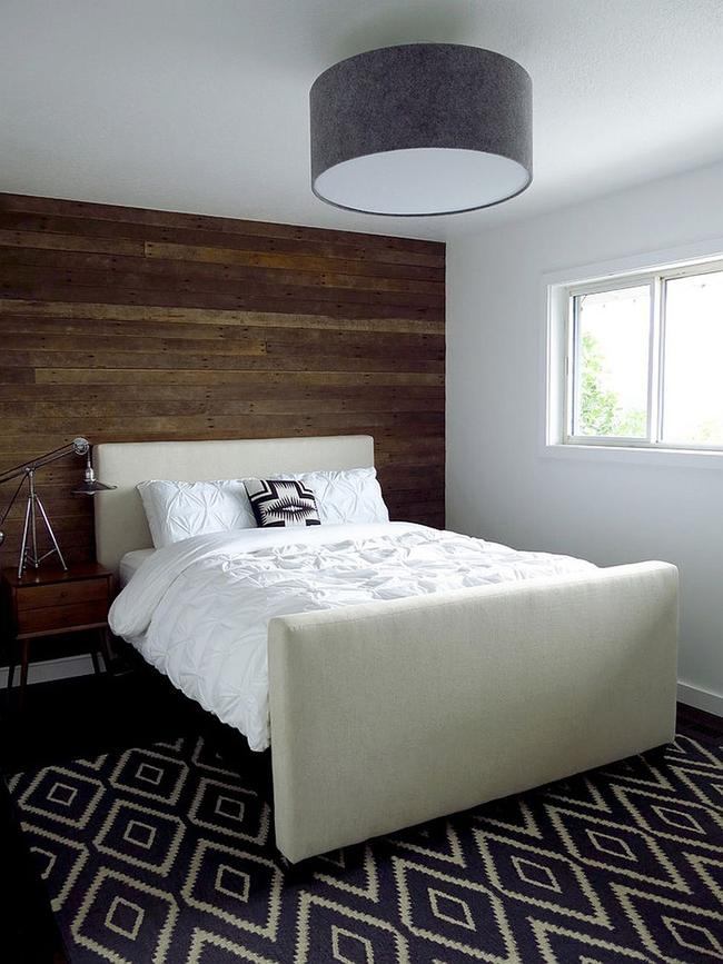 Cách sử dụng gỗ tái chế cho những bức tường phòng ngủ thêm quyến rũ - Ảnh 4.