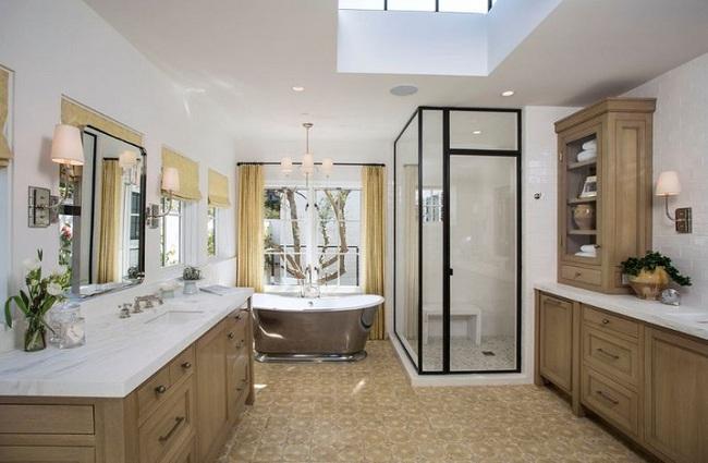Đi trước thời đại là gì? Là bạn phải lắp khung đen vào phòng tắm như thế này - Ảnh 3.