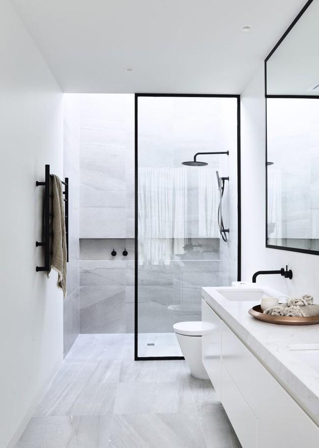 Đi trước thời đại là gì? Là bạn phải lắp khung đen vào phòng tắm như thế này - Ảnh 5.