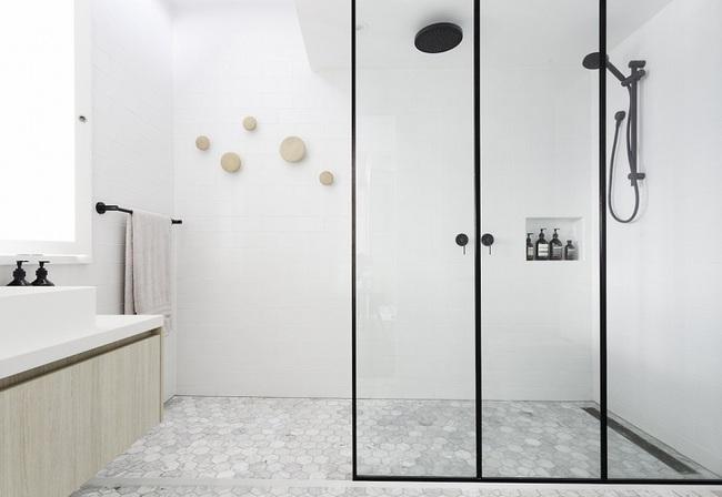 Đi trước thời đại là gì? Là bạn phải lắp khung đen vào phòng tắm như thế này - Ảnh 6.