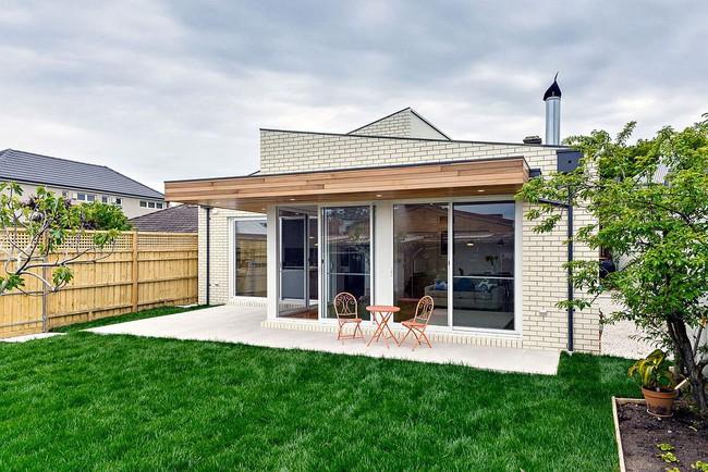 Về quê ở thôi là chưa đủ, phải mang cả cỏ đồng cỏ xanh mướt vào ngôi nhà như thế này mới chịu - Ảnh 1.