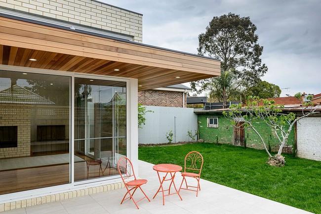 Về quê ở thôi là chưa đủ, phải mang cả cỏ đồng cỏ xanh mướt vào ngôi nhà như thế này mới chịu - Ảnh 2.