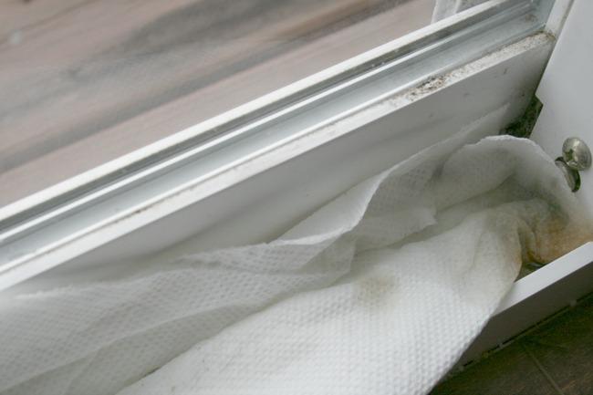 Mẹo làm sạch bụi bặm ở những vị trí khó vệ sinh nhất của cửa sổ chỉ trong nháy mắt - Ảnh 5.