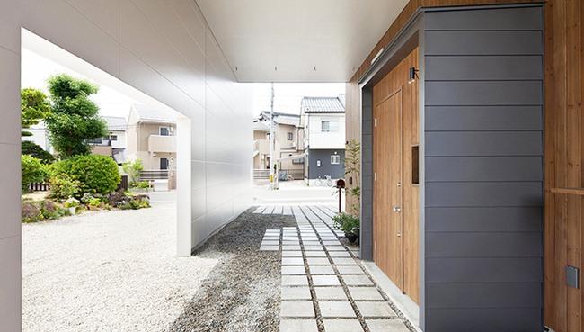 Ngôi nhà hai tầng hút hồn người xem nhờ sử dụng chất liệu gỗ tự nhiên ở Nhật - Ảnh 1.
