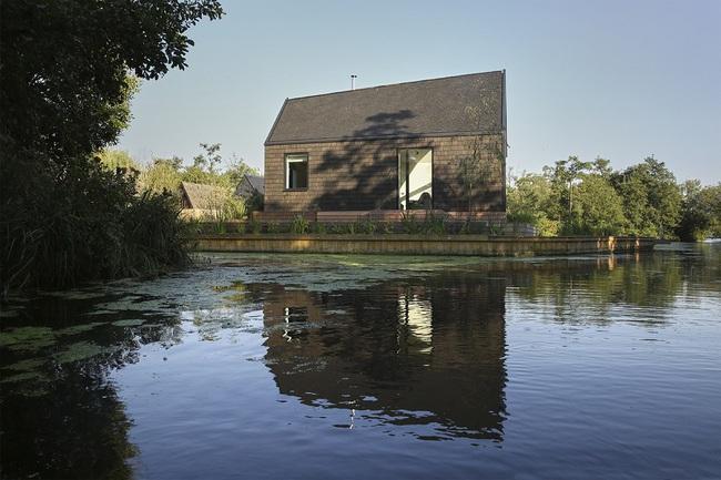 Cuối tuần được thư giãn trong ngôi nhà bên hồ như thế này thì chẳng còn gì thích hơn - Ảnh 8.