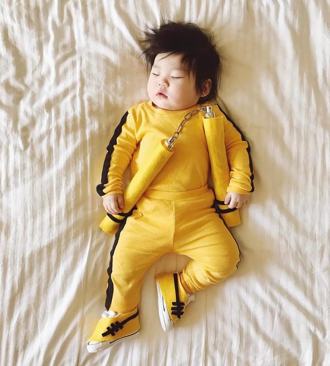 Tranh thủ con ngủ trưa, bà mẹ phù thủy hóa trang cho con gái chu du khắp thế giới - Ảnh 4.