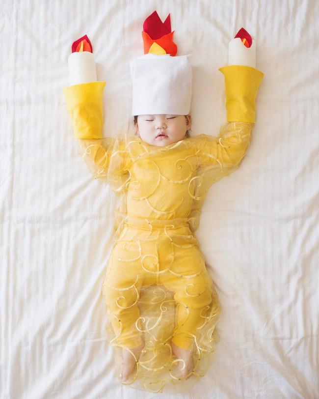 Tranh thủ con ngủ trưa, bà mẹ phù thủy hóa trang cho con gái chu du khắp thế giới - Ảnh 15.