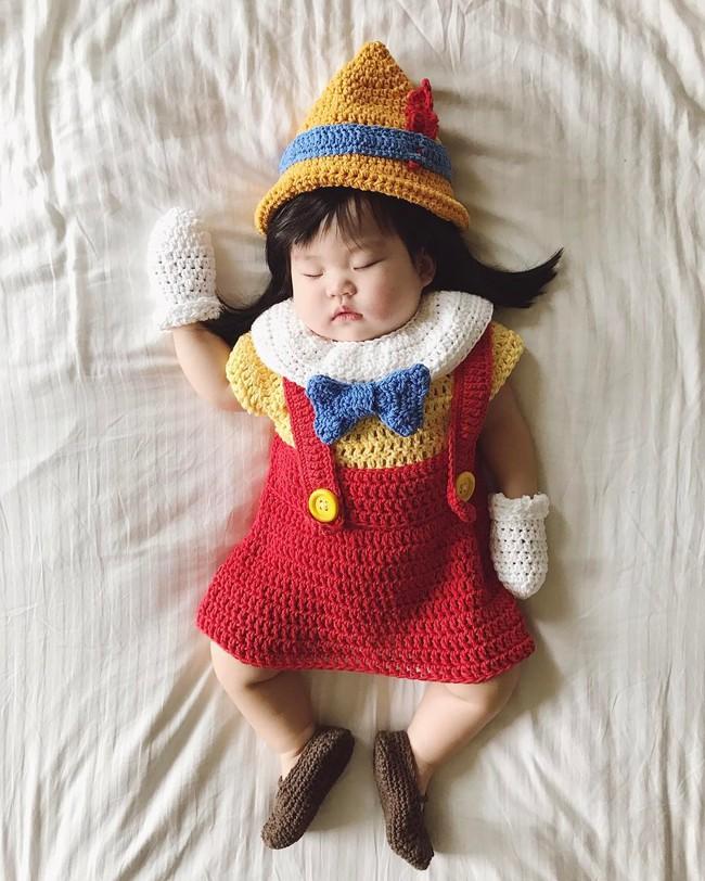 Tranh thủ con ngủ trưa, bà mẹ phù thủy hóa trang cho con gái chu du khắp thế giới - Ảnh 23.