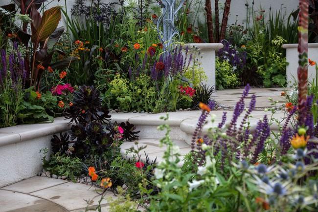 10 cách để hô biến sân vườn nhỏ trước nhà trở nên lung linh - Ảnh 1.