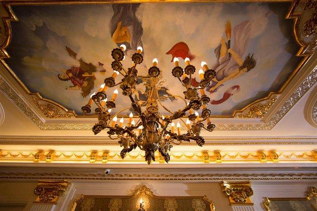 Ngắm trọn vẹn biệt thự triệu đô dát vàng xa hoa theo phong cách hoàng gia của Lý Nhã Kỳ - Ảnh 15.