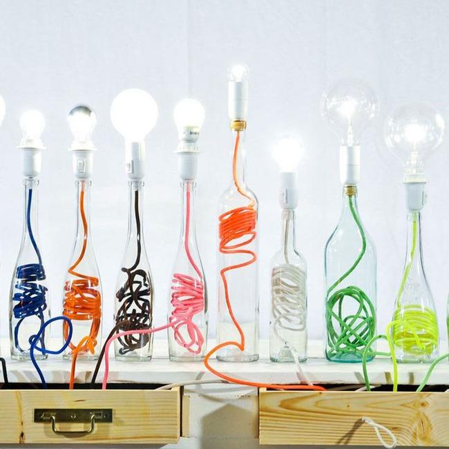 Chẳng thể ngờ những chiếc đèn đẹp lung linh này lại được làm từ chai thủy tinh tái chế - Ảnh 1.