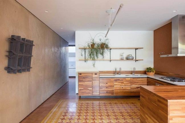 Ngôi nhà đặc biệt khi thiết kế thảm thực vật dày đặc bao quanh và nội thất độc đáo theo phong cách retro - Ảnh 10.