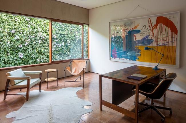 Ngôi nhà đặc biệt khi thiết kế thảm thực vật dày đặc bao quanh và nội thất độc đáo theo phong cách retro - Ảnh 12.