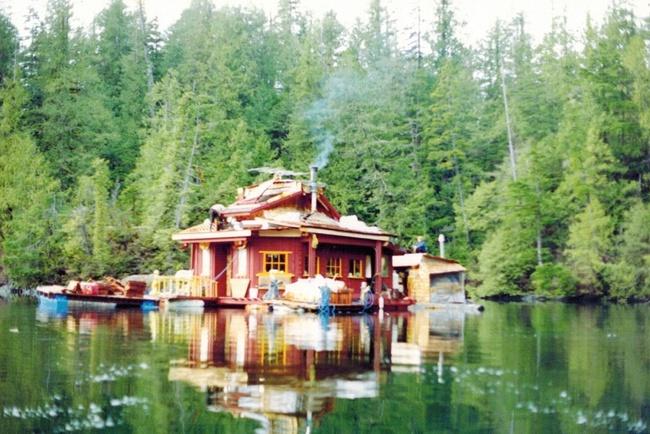 20 năm hì hục xây nhà trên sông, kết quả của hai vợ chồng khiến ai cũng bất ngờ - Ảnh 3.