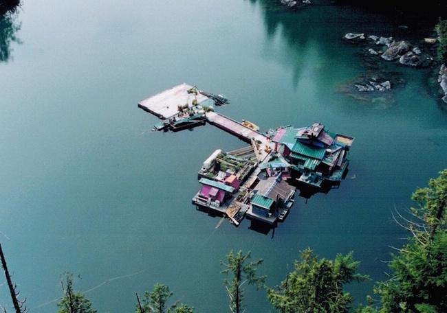 20 năm hì hục xây nhà trên sông, kết quả của hai vợ chồng khiến ai cũng bất ngờ - Ảnh 4.