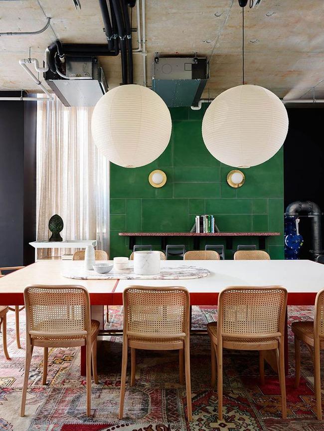 Những bộ bàn ghế ăn khiến bạn dù đi đâu cũng chỉ mong được về nhà dùng bữa - Ảnh 7.