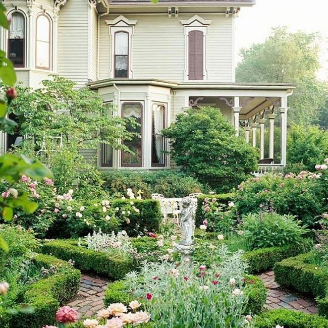Sân vườn nhỏ không thành vấn đề, vẫn có thể xinh lung linh như thế này nhé - Ảnh 2.