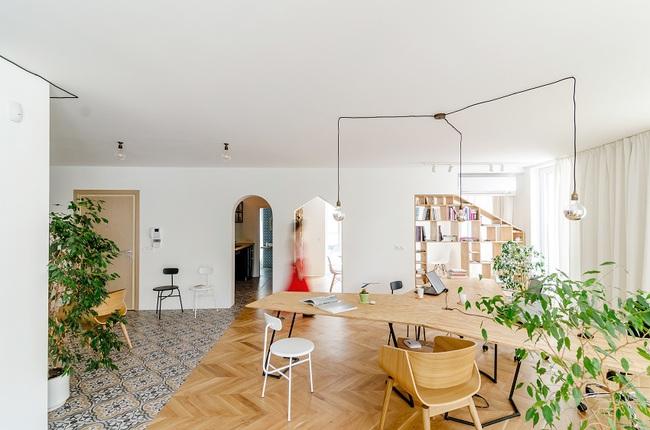 Lấy nội thất gỗ làm điểm nhấn, ngôi nhà này được đánh giá là cực hiện đại và tinh tế - Ảnh 2.