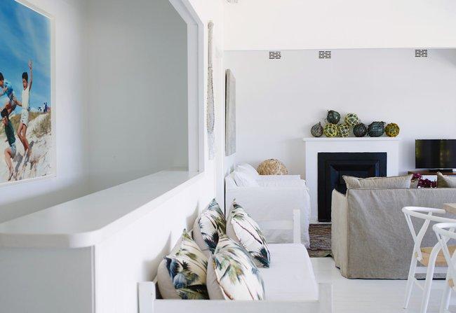 Góc ghen tị: Ngôi nhà trắng bên bờ biển với tầm nhìn tuyệt đẹp khiến ai nhìn cũng mê mẩn - Ảnh 3.