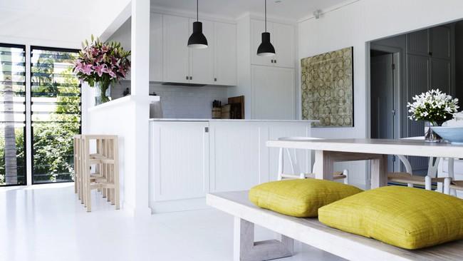 Góc ghen tị: Ngôi nhà trắng bên bờ biển với tầm nhìn tuyệt đẹp khiến ai nhìn cũng mê mẩn - Ảnh 8.
