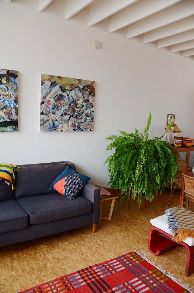 Ngôi nhà được trang trí bằng đồ cũ và đồ tái chế của hai người phụ nữ làm xôn xao cả giới thiết kế - Ảnh 3.