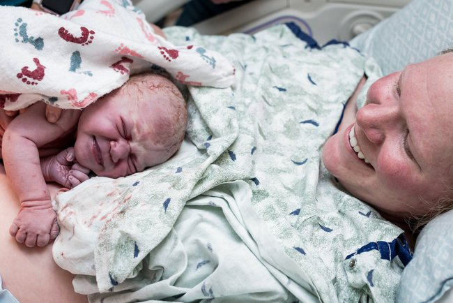 Bức ảnh có 1-0-2: Em bé chào đời với dây rốn quấn quanh bụng - Ảnh 8.