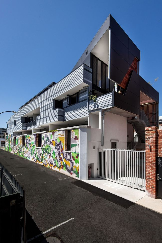 Ngôi nhà hòa mình với thiên nhiên lại sáng tạo với tranh vẽ tường đẹp ấn tượng - Ảnh 9.